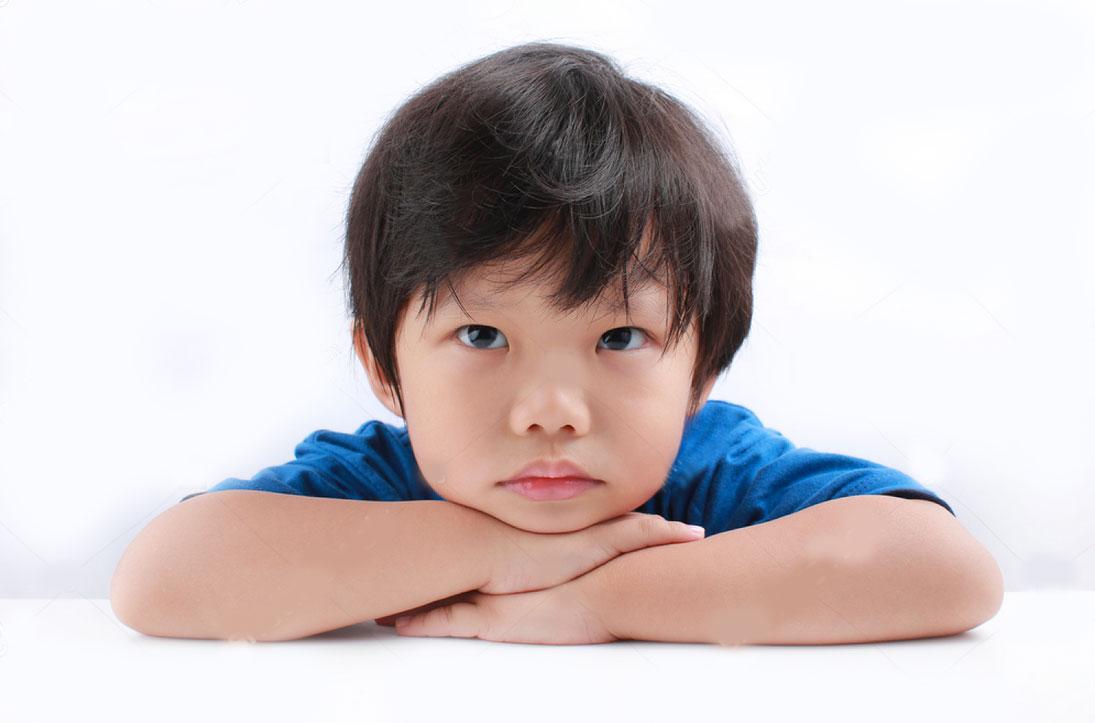 Qué causa el estrabismo infantil